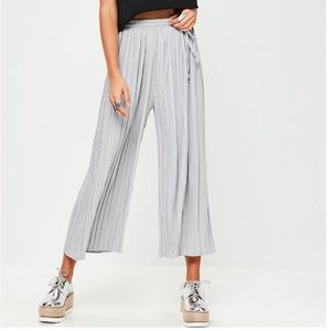 MISSGUIDED || Gray pleated culotte pants